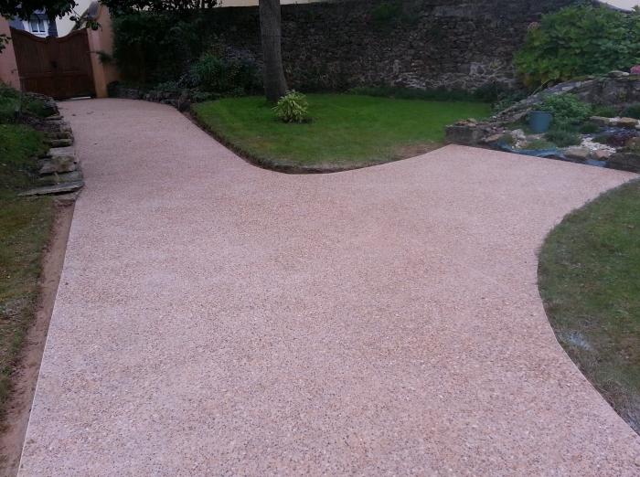 B ton lav enrob - Allee de jardin en beton ...
