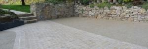Dallage en pavés pierre entouré d'un béton lavé sur Plouzané